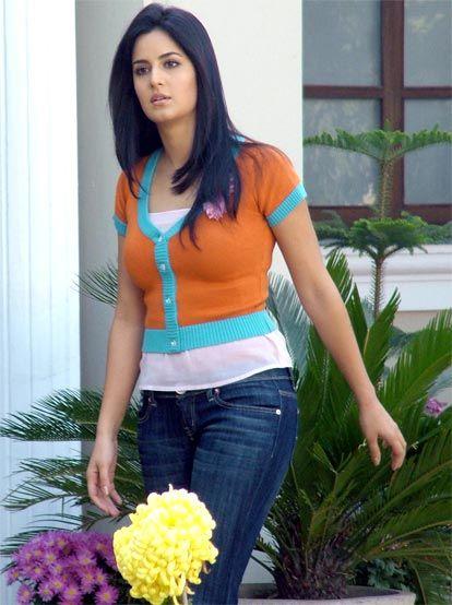 Top Bollywood Actress Katrina Kaif Talking To Star News-5899