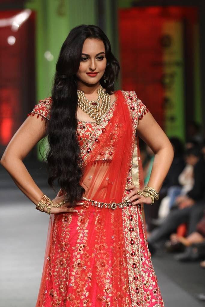 Top Actress Sonakshi Sinha In Elegant Saree Dresses 2013