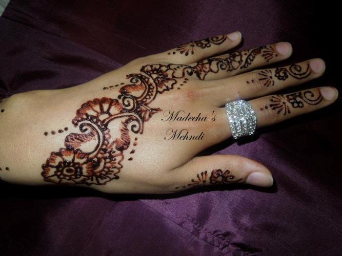 Madeeha's Latest Hand Mehndi Designs 2013 For Eid 00211