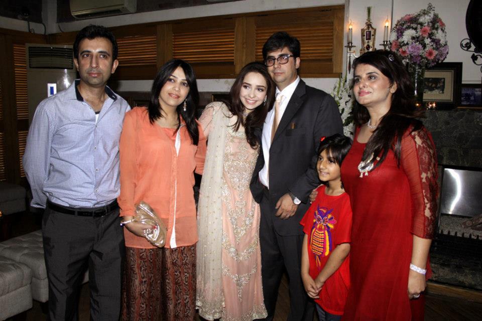 Actress Juggan Kazim Mehndi Barat Wedding walima Pictures 2013 With Feisal Naqvi 04