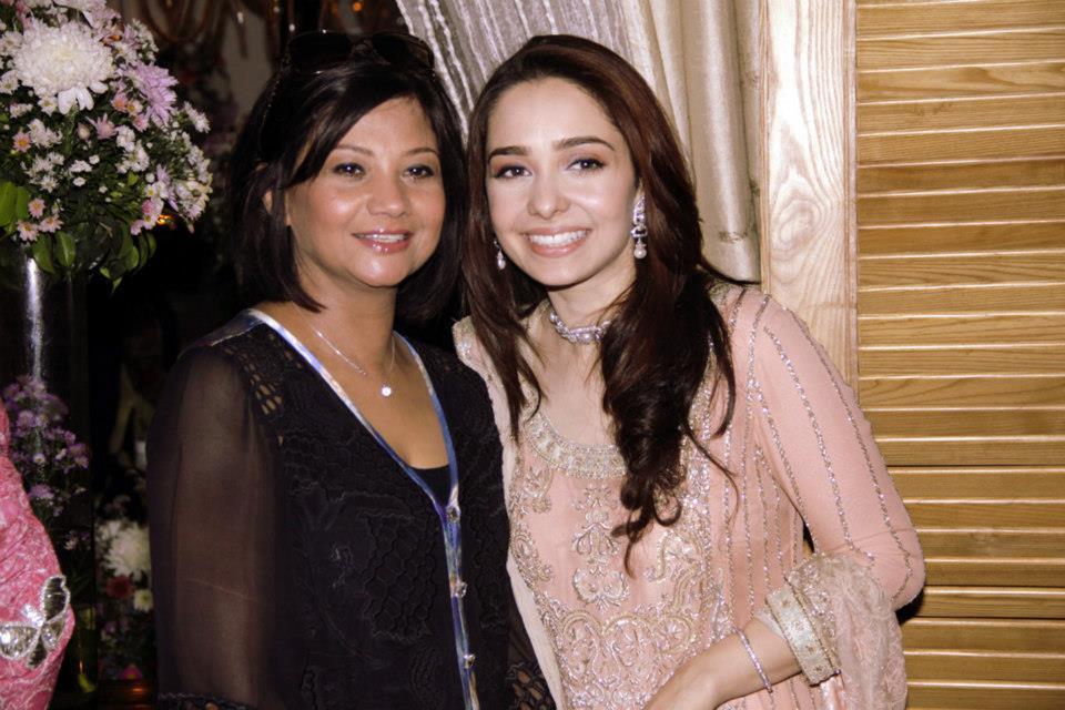 Actress Juggan Kazim Mehndi Barat Wedding walima Pictures 2013 With Feisal Naqvi 06
