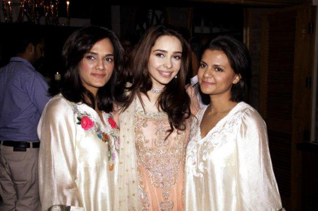 Actress Juggan Kazim Mehndi Barat Wedding walima Pictures 2013 With Feisal Naqvi 08