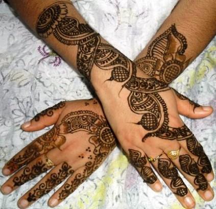 Two hand arabic mehndi